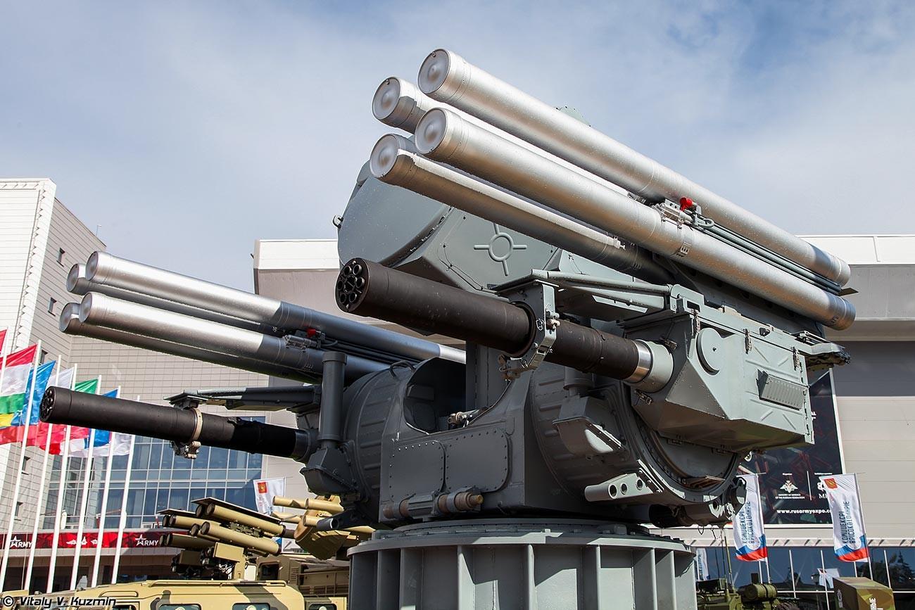 """Бродски зенитни ракетни систем """"Панцир-МЕ""""."""