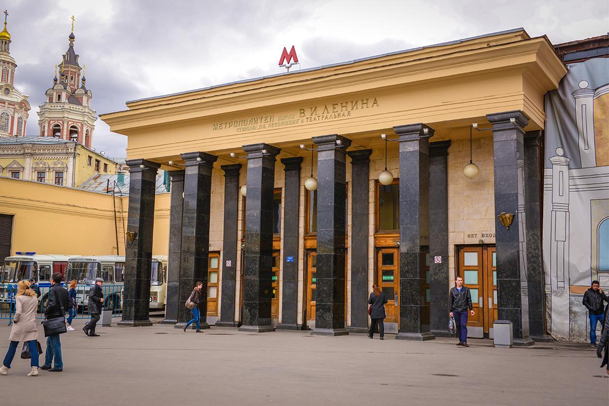 Teatralnaya station.