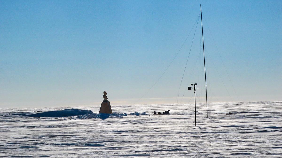 La vecchia base sovietica, ormai sepolta dalla neve, fotografata dal team N2i