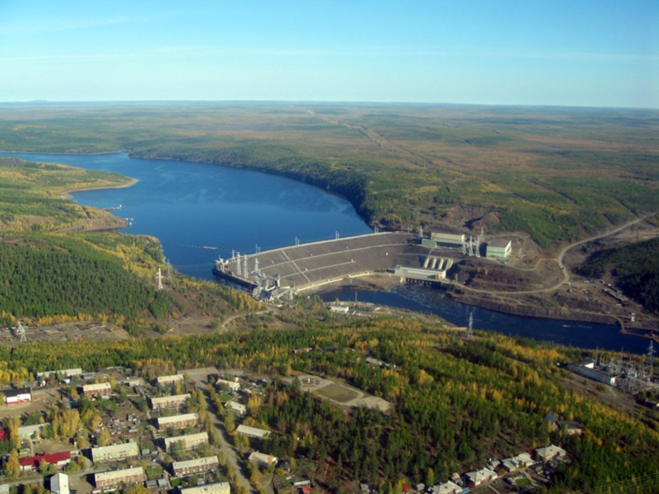 Плотина Вилюйской ГЭС.