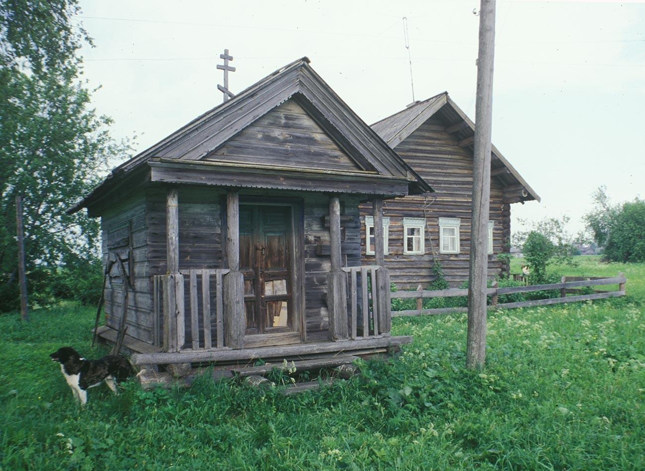Fominskaïa. Chapelle de l'Icône miraculeuse du Sauveur. Photographie: William Brumfield. 16 juin 1998