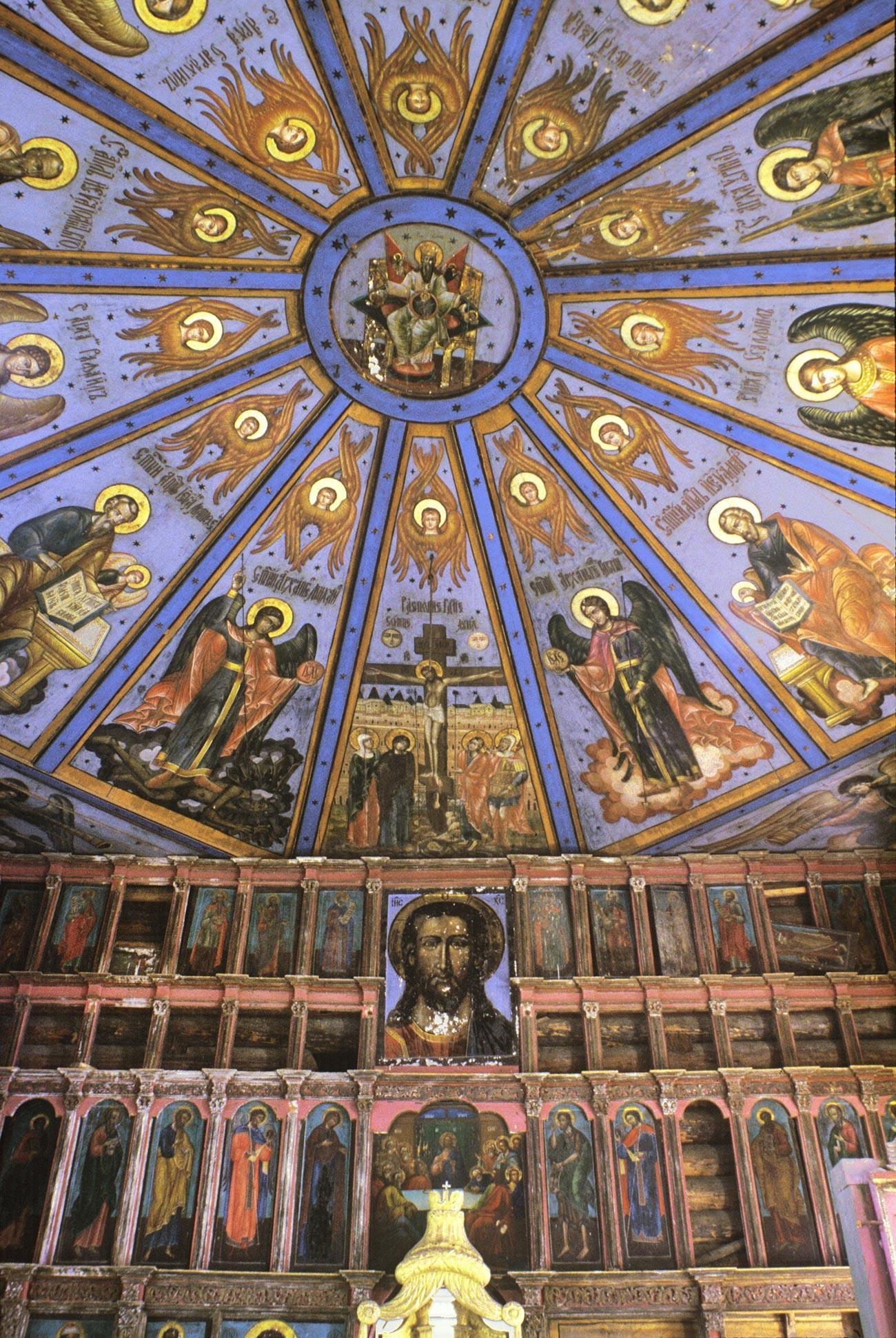 Ljadini. Pokrovska cerkev. Ikona iz sredine ikonostasa in poslikan strop (nebo). 29. julij 1998