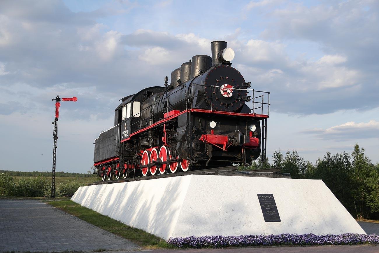Monumen Proyek 501 di Salekhard.