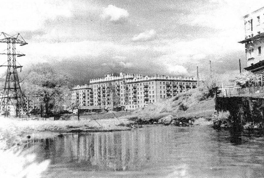 地上を流れる1950年代のタラカノフカ川