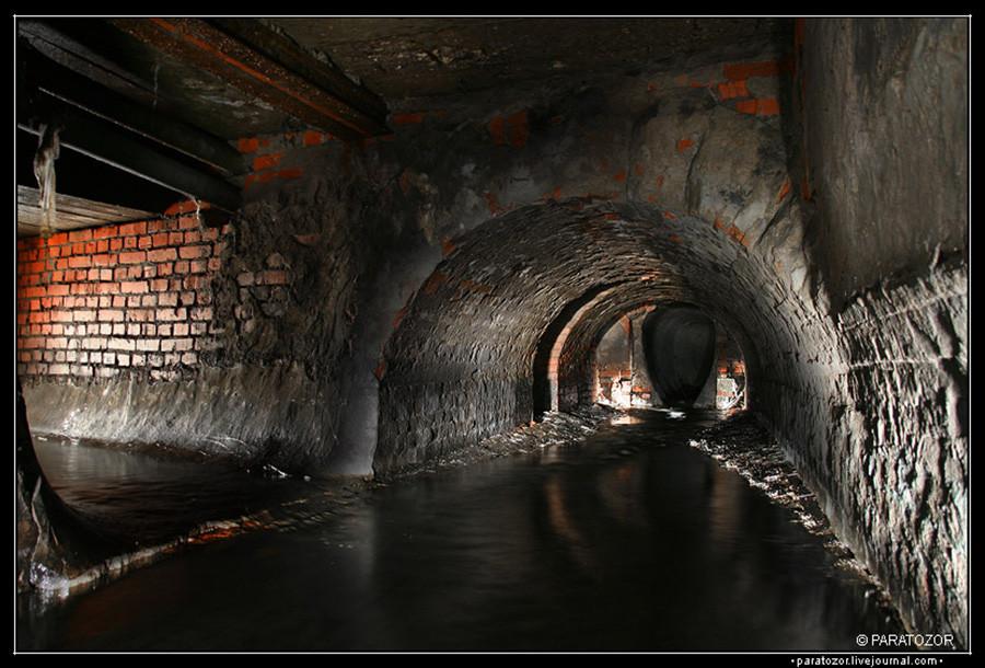 チョルトリー川のトンネル