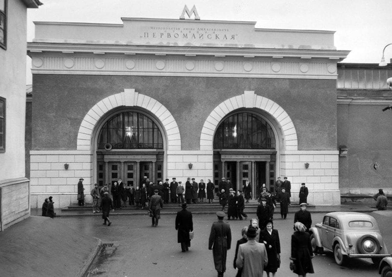 Pintu masuk ke Stasiun Pervomayskaya yang lama.