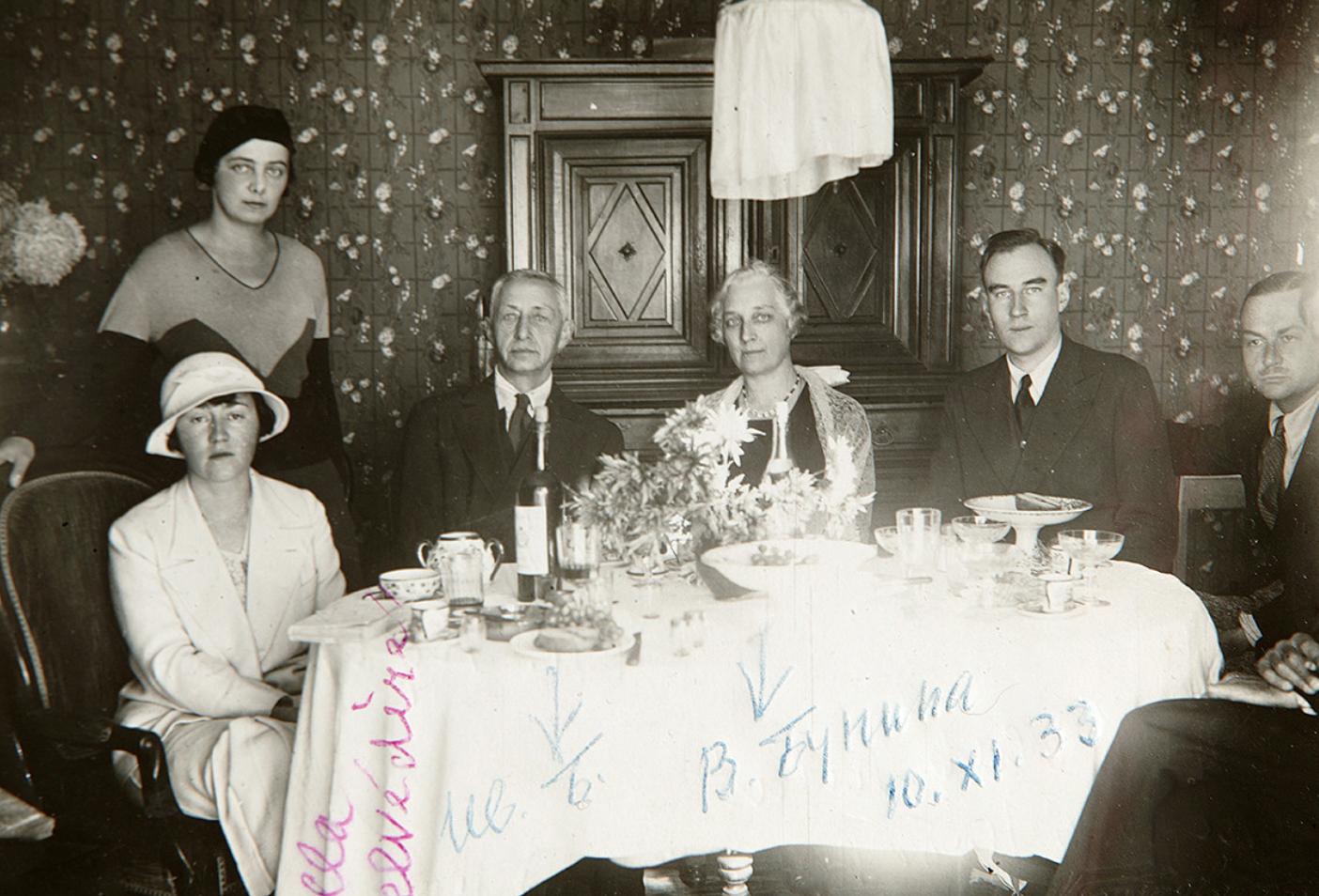 Ivan Bounine avec des amis à Grasse