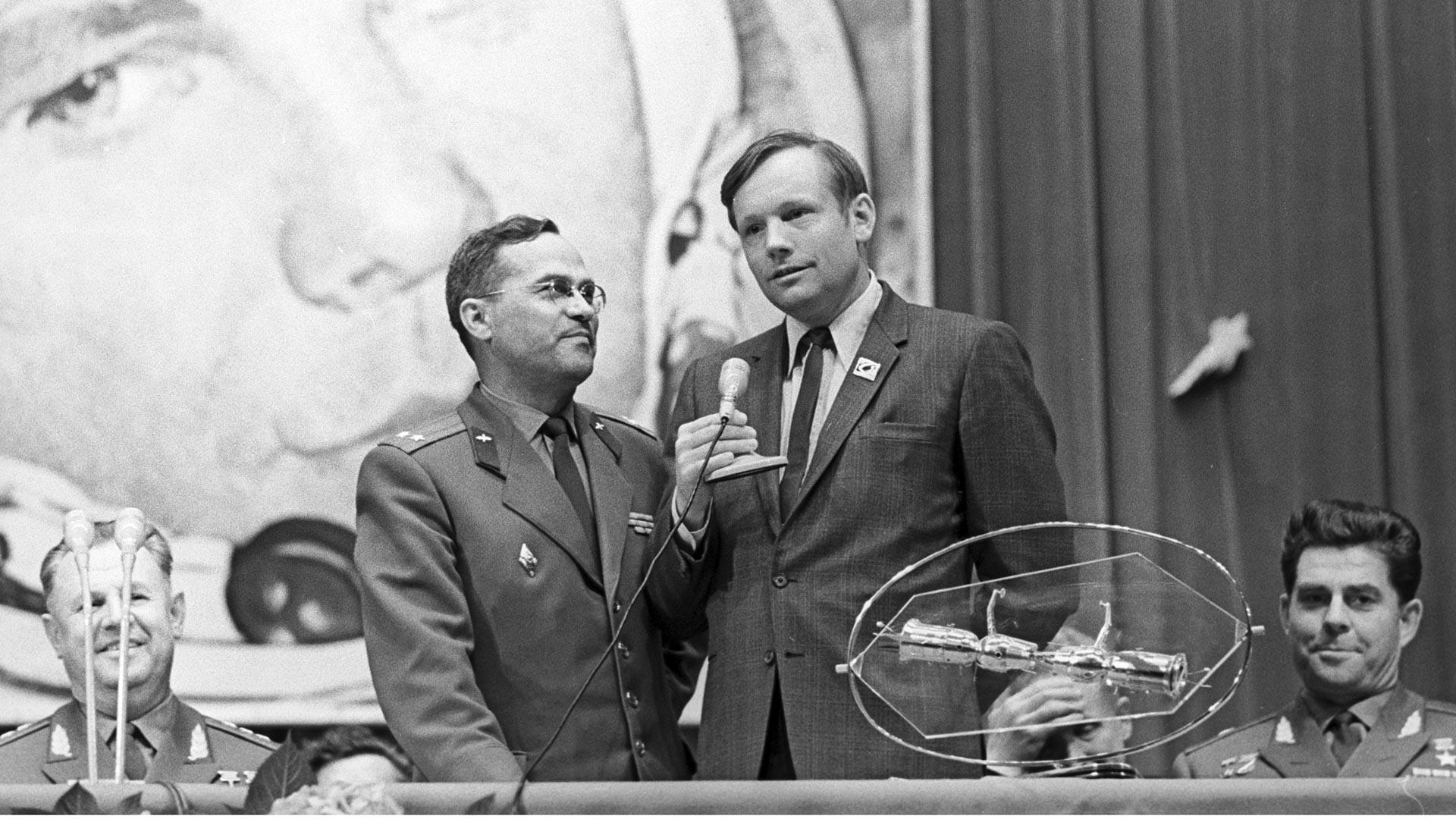 Visite de l'astronaute américain de la NASA Neil Armstrong en URSS