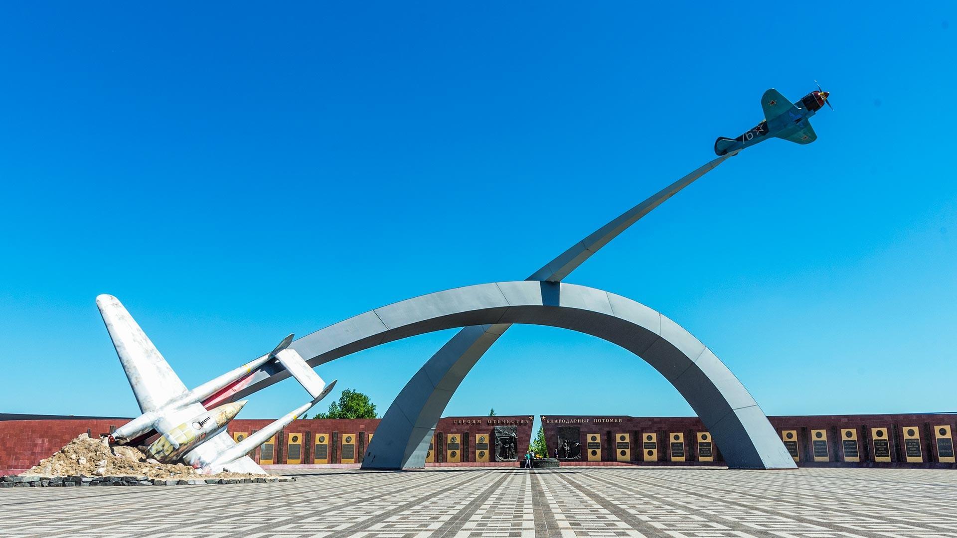 """Gedenkkomplex """"Für die Verteidiger des Himmels von Mutterland"""" in Tula."""