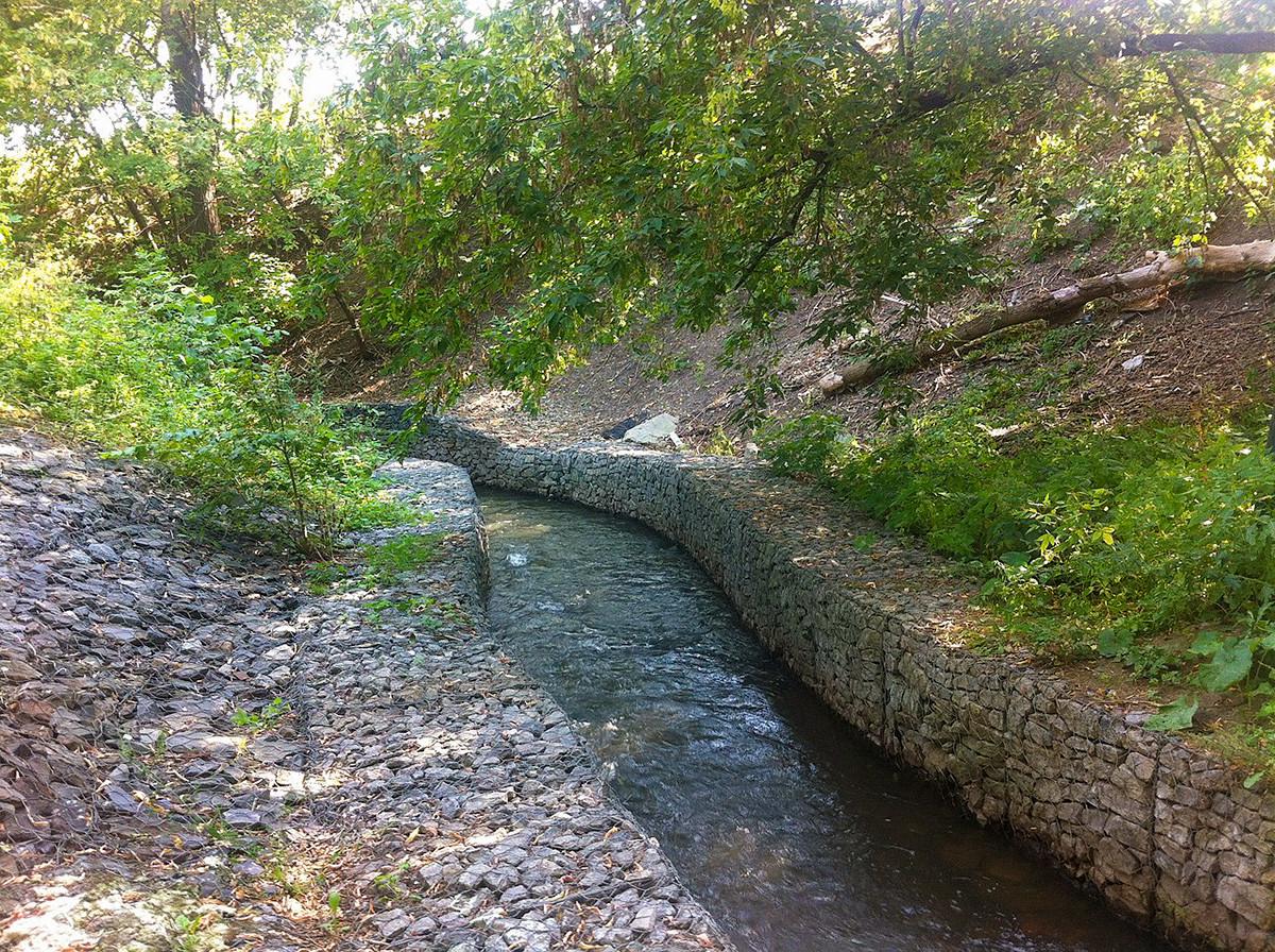 Bagian Sungai Chura yang berada di atas permukaan tanah, di dekat Pemakaman Danilovskoe.