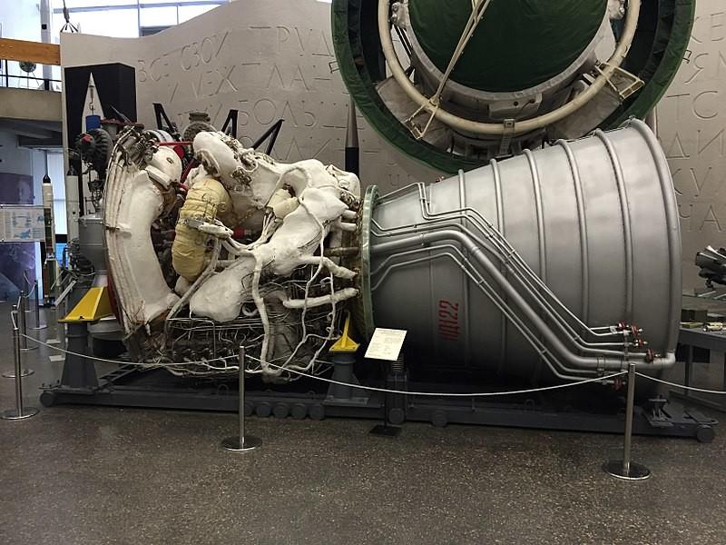 Motor de combustible líquido.