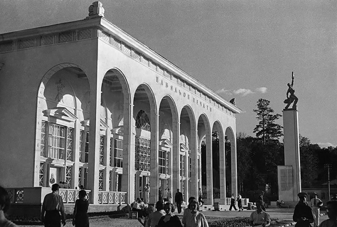 """Il Padiglione """"Pechati"""" (""""della stampa"""") in una foto del 1939"""
