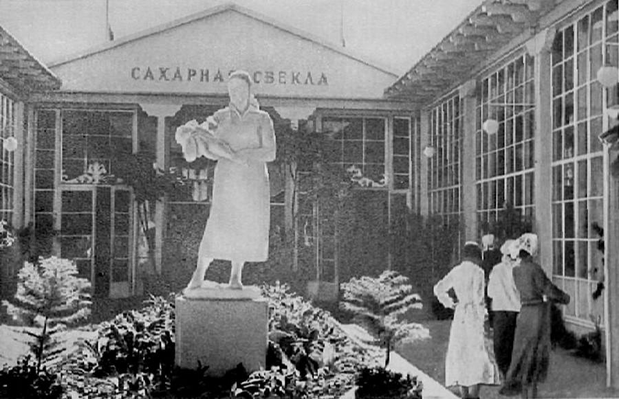 """Il Padiglione """"Sakharnaja svjokla"""" (""""Barbabietola da zucchero"""") in una foto del 1939"""