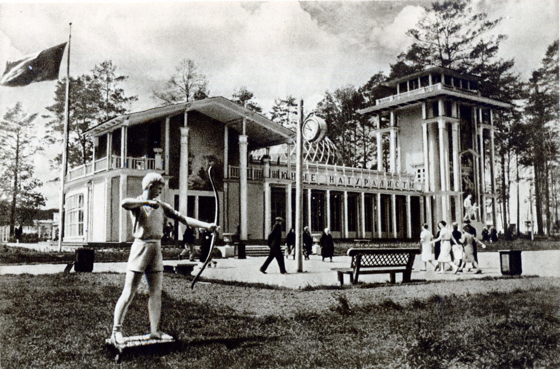 """Il padiglione """"Junye Naturalisty"""" (""""Giovani naturalisti"""") in una foto del 1939"""