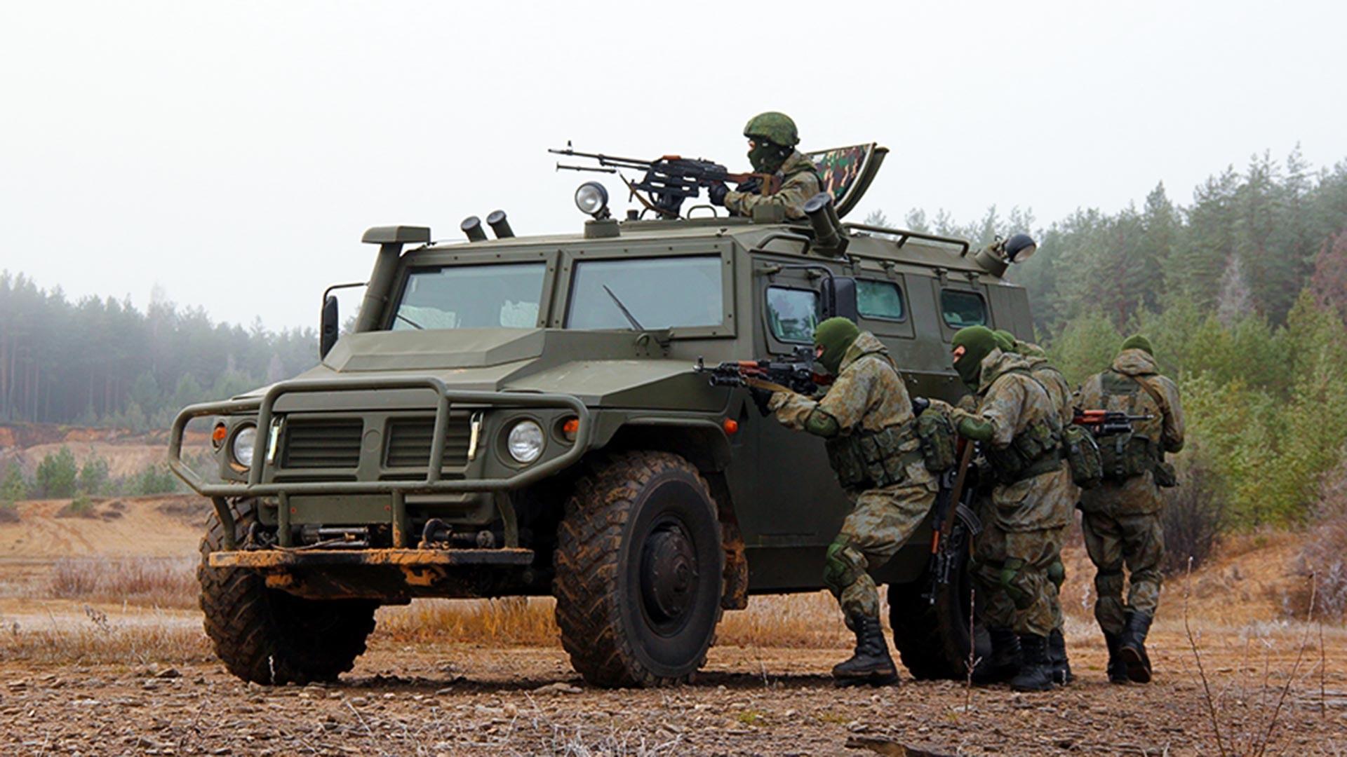 """Оклопно возило """"Тигар"""". Специјалне тактичке вежбе Спецназа Западног војног округа."""