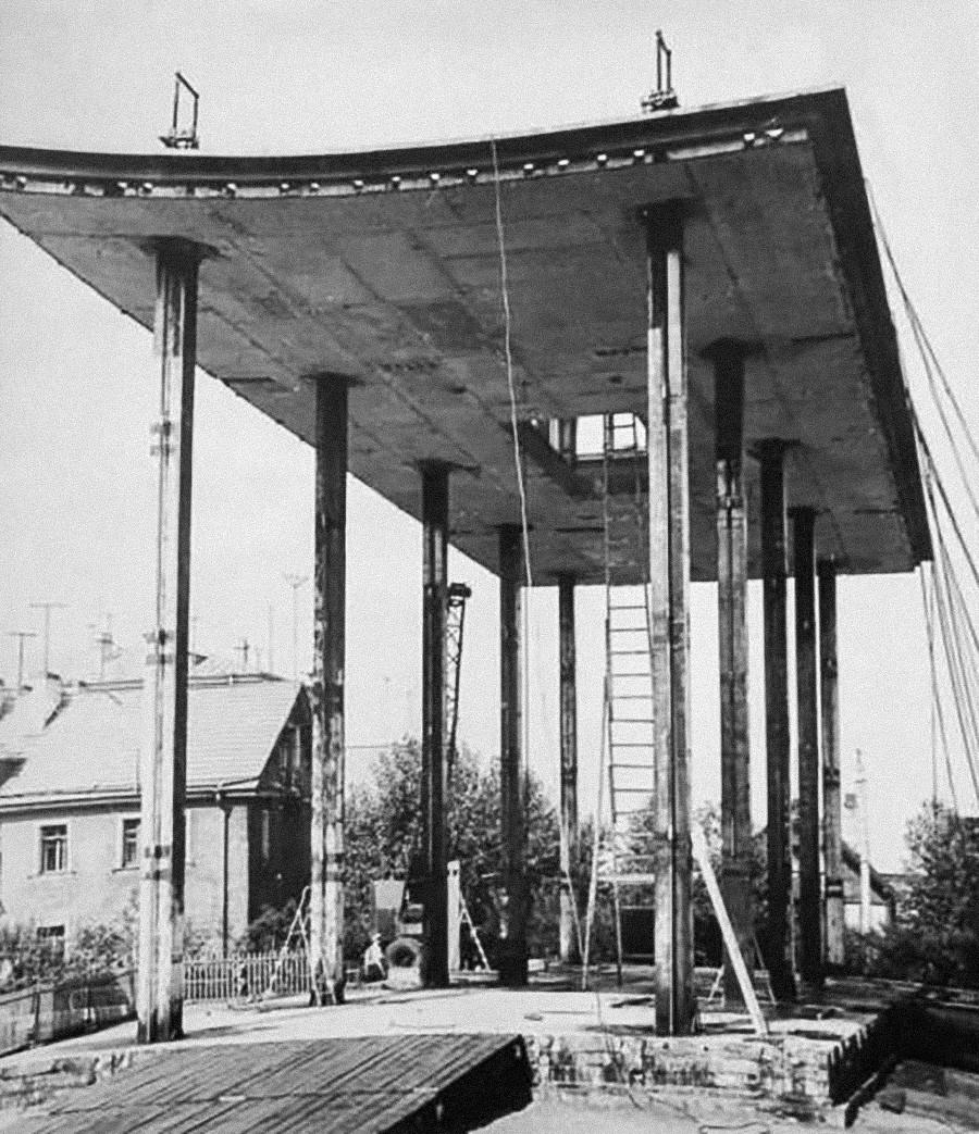 Cantiere edile nel villaggio Barrikada, 1959, Leningrado (oggi San Pietroburgo)