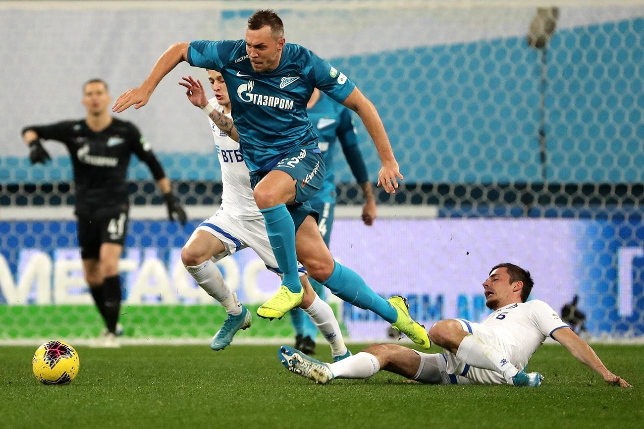 Artem Dzjuba (Zenit) e Artur Jusupov (Dinamo)