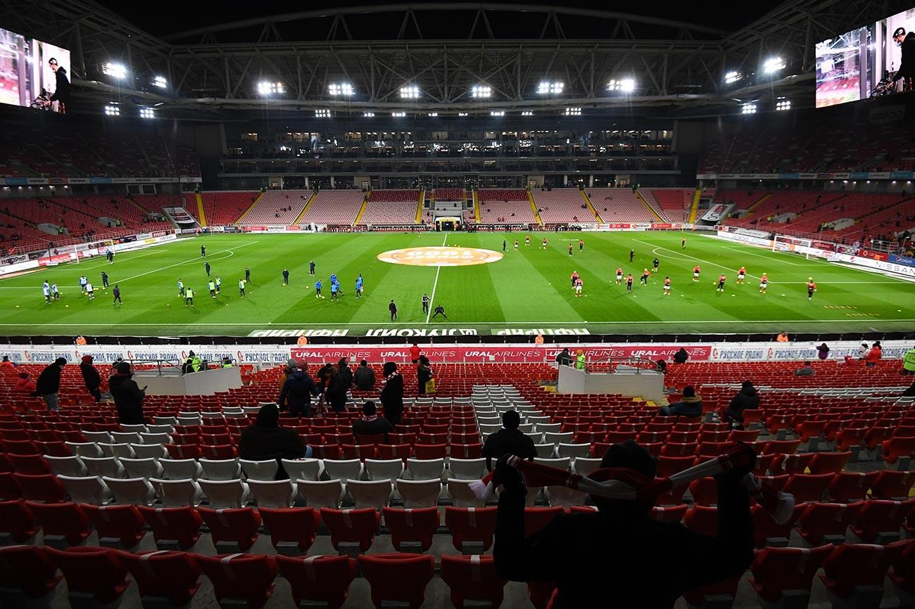L'inizio della partita Spartak-Rotor
