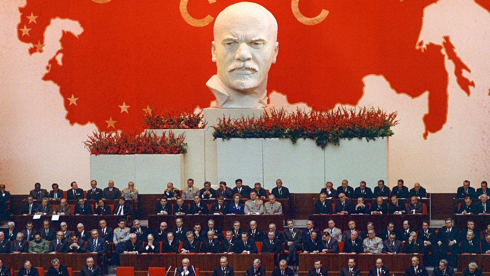 Réunion du Comité central du Parti communiste d'URSS, du Soviet suprême de l'URSS et du Soviet suprême de la RSFSR en 1972, pour les 50 ans de la formation de l'URSS