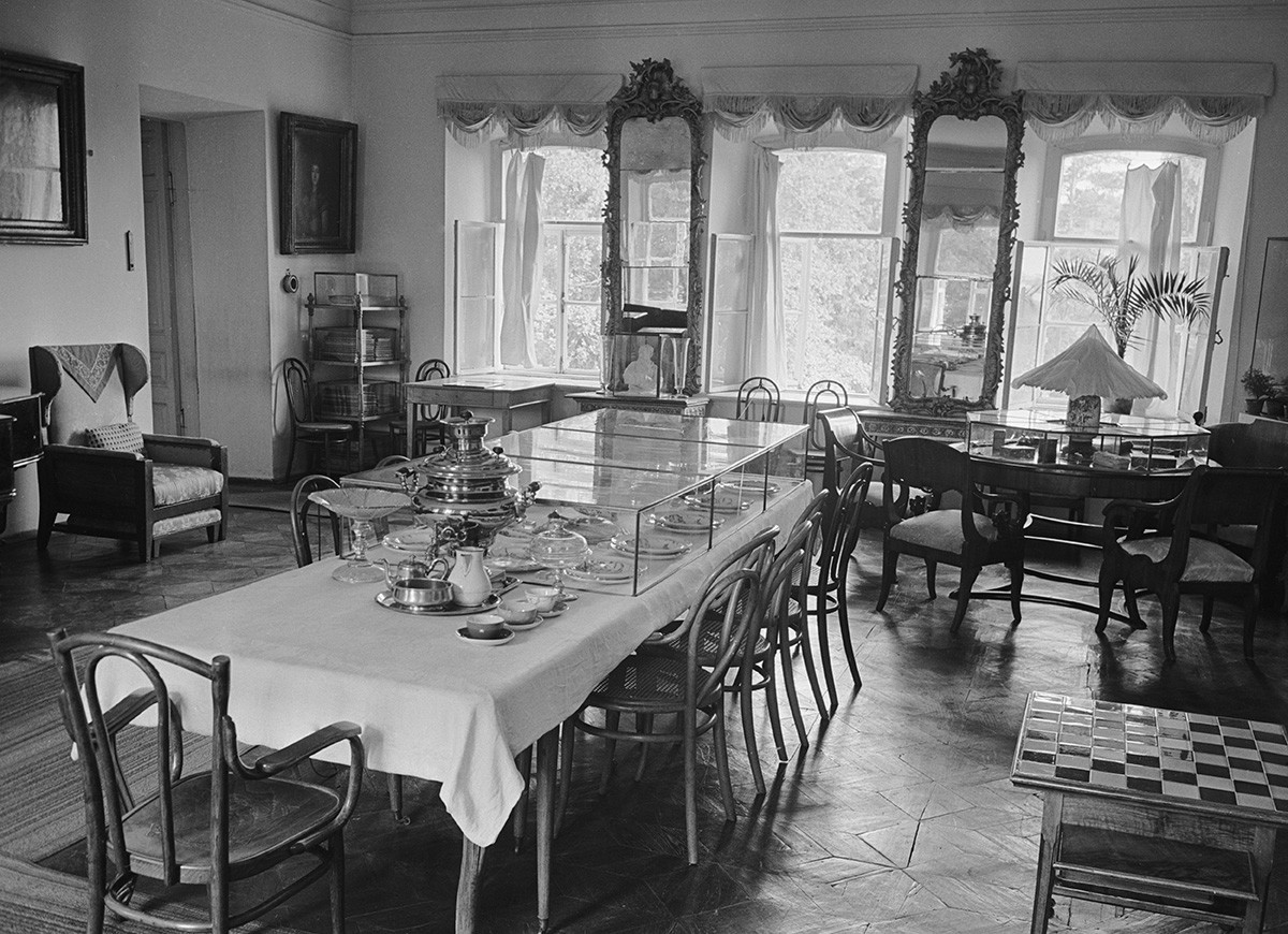 Tula Region, 1960. A dining room at the Yasnaya Polyana Museum-Estate of Leo Tolstoy.