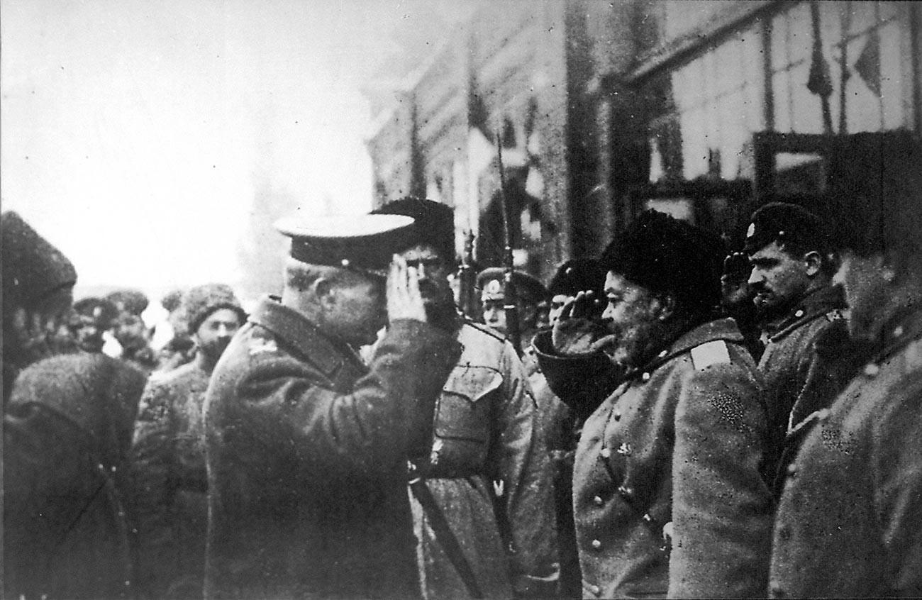 Anton Denikin, vrhovni poveljnik Prostovoljne armade in britanski generalmajor Frederick Poole