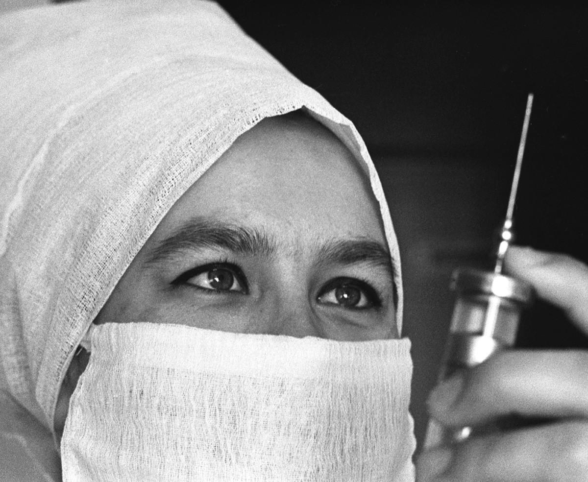 Хируршка сестра. СССР, Саратов, 15. јун 1971.