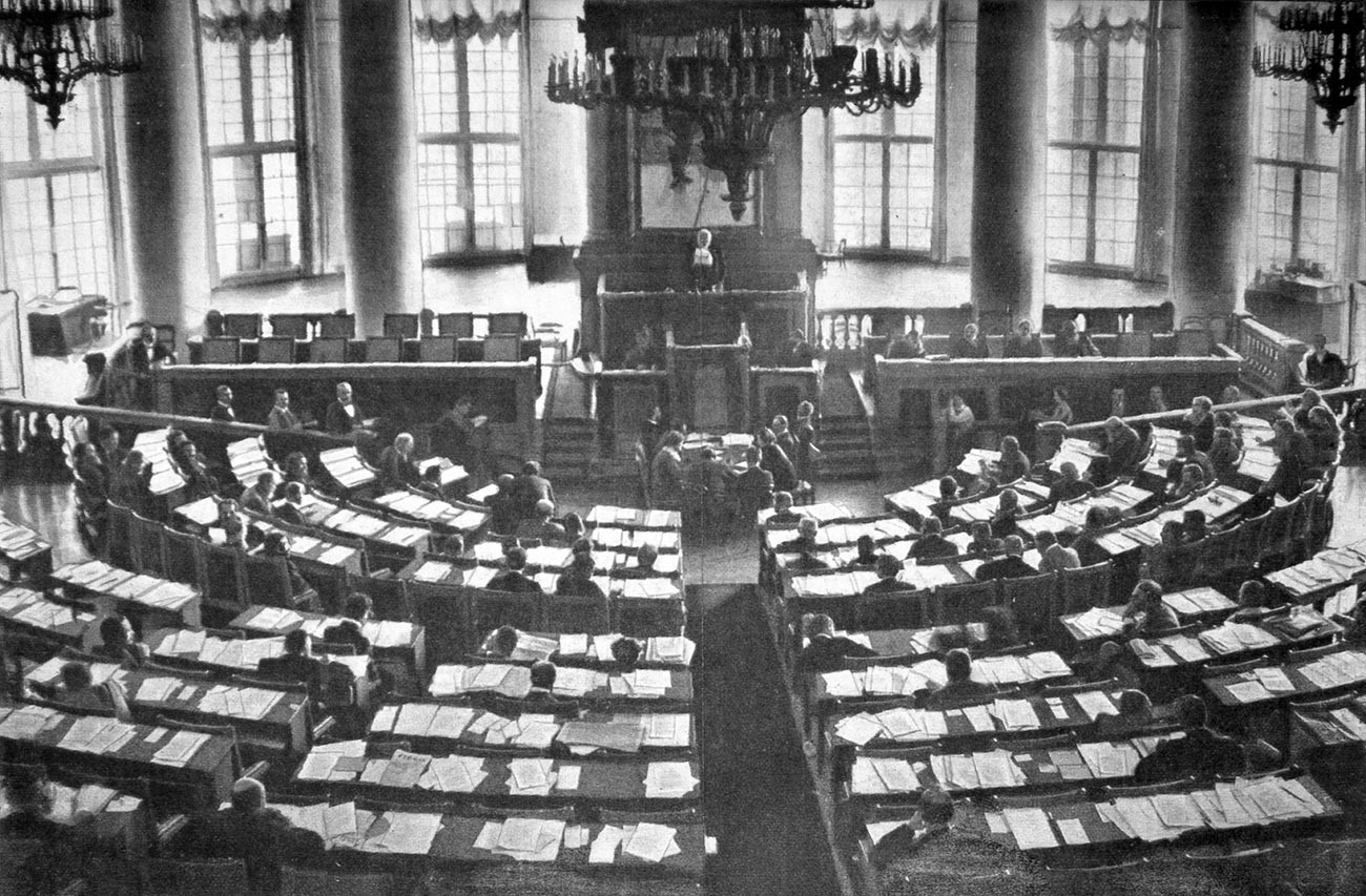 The meeting room of the State Duma in 1906-1917