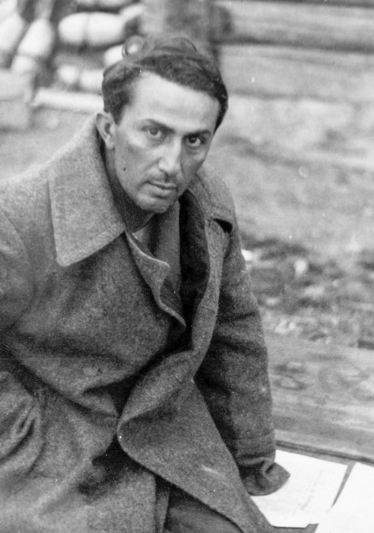 Yakov Dzhugashvili saat ditahan oleh Jerman.