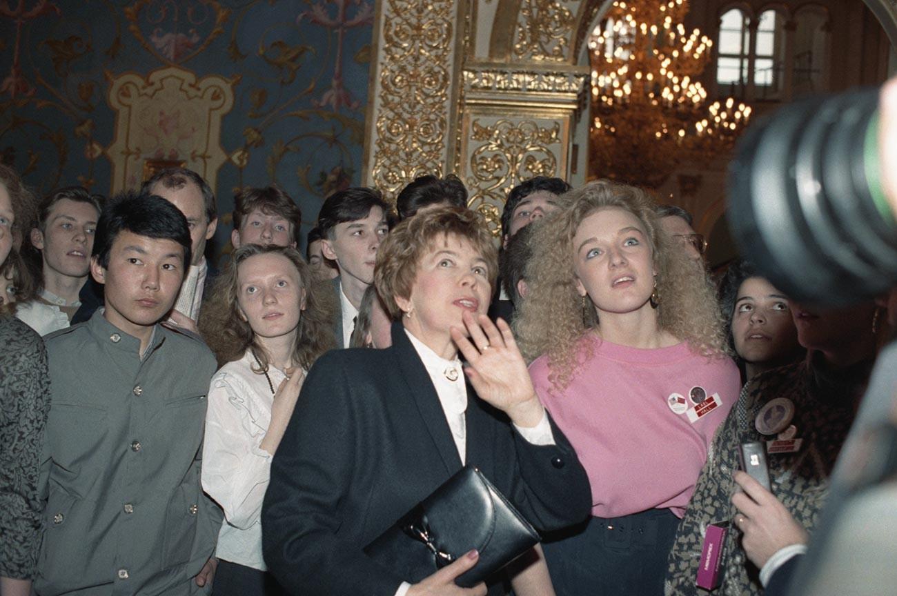 Raisa Gorbacheva, the wife of the Soviet leader Mikhail Gorbachev, with American teens in the Kremlin, 1989.