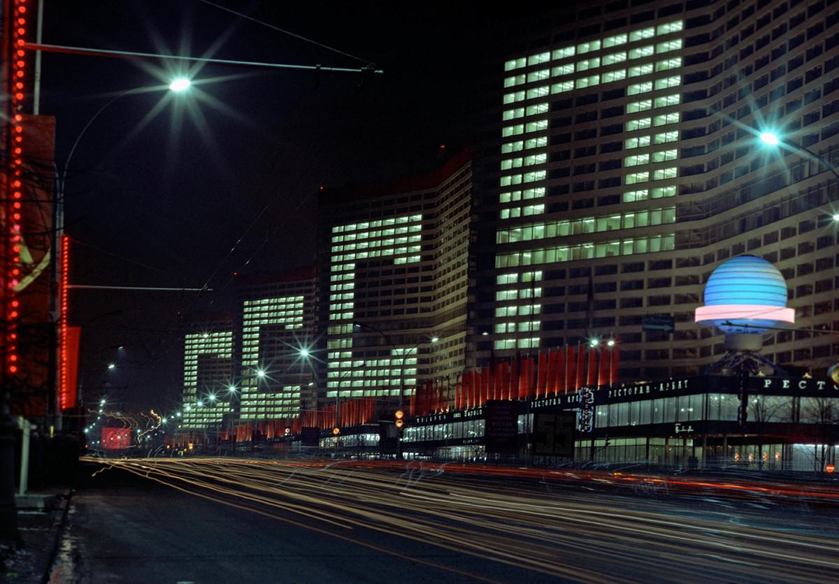 Магистральная застройка Нового Арбата (тогда он назывался Проспектом Калинина) велась в 1964-1969 гг.