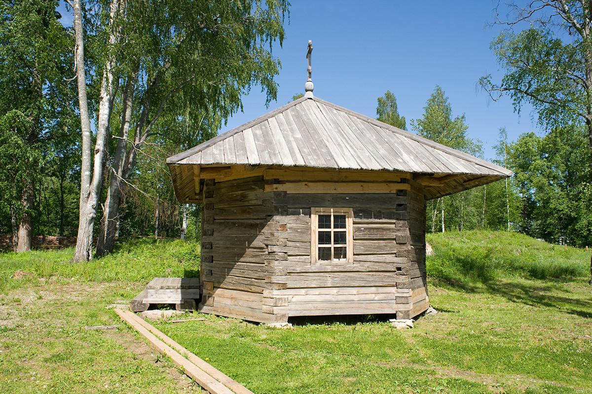 Pasynkovo village. Restored wooden chapel. June 1, 2014