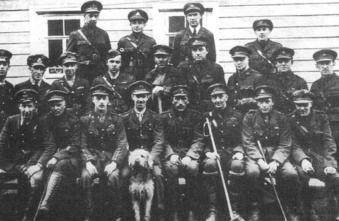 A. A. Kasakow mit Kollegen der slawisch-britischen Legion.