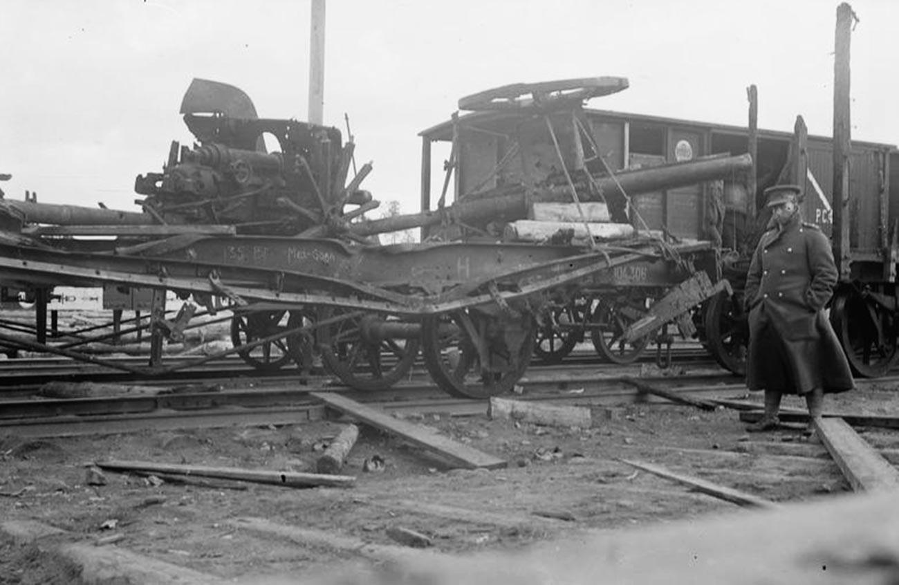 Die Nordrussland-Intervention, 1918-1920 Die Überreste eines Panzerzugs, Murmansk, September 1919.
