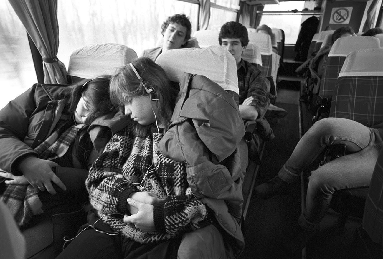 Amerikanische Teenager in der Sowjetunion.