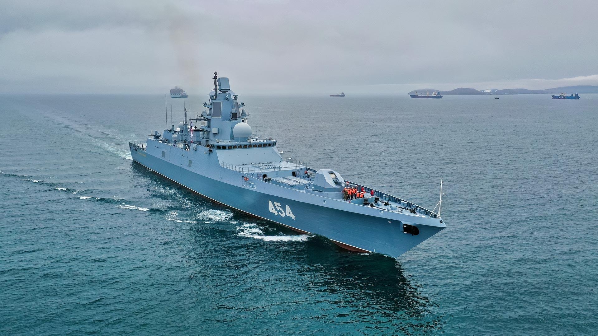 Destacamento de navios da Frota do Norte liderado pela fragata