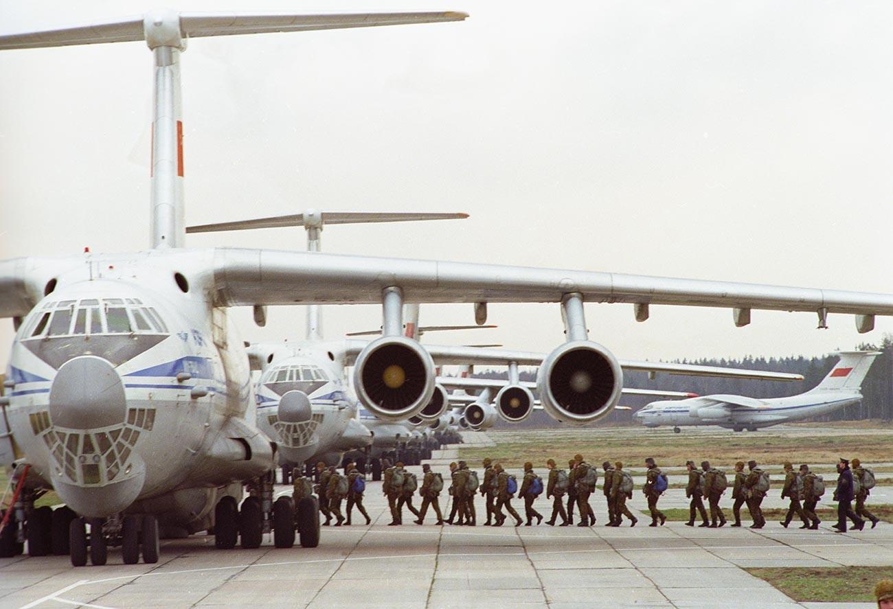 76. divizija desantno-padalskih enot v Pskovu med pripravami za desant