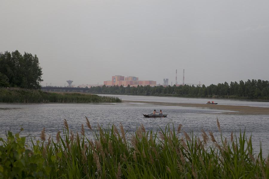 En été, de nombreuses activités de loisirs peuvent être pratiquées sur ces rives, allant de la simple baignade à la navigation de plaisance et au pédalo.
