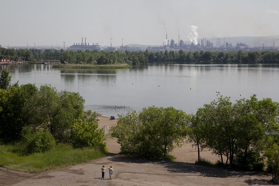 Magnitogorsk est une ville de la région de Tcheliabinsk dont la population est d'environ 413 000 habitants. C'est l'un des plus grands centres de métallurgie ferreuse du monde.