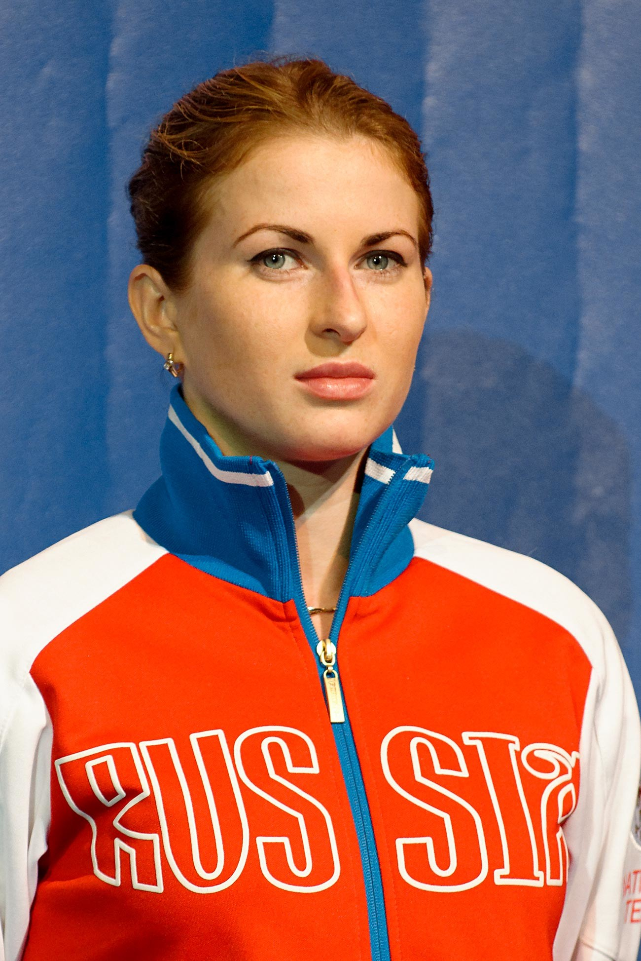 Russia's Inna Deriglazova stands on the women's foil podium of the 2013 World Fencing Championships 2013 at Syma Hall in Budapest, 10 August 2013