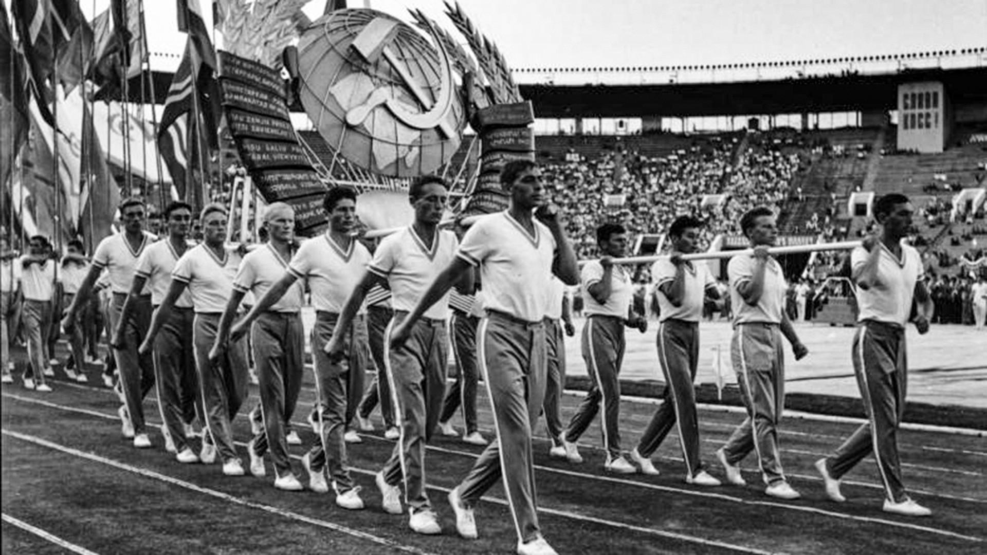 Atlet-atlet Soviet pada tahun 1950-an.
