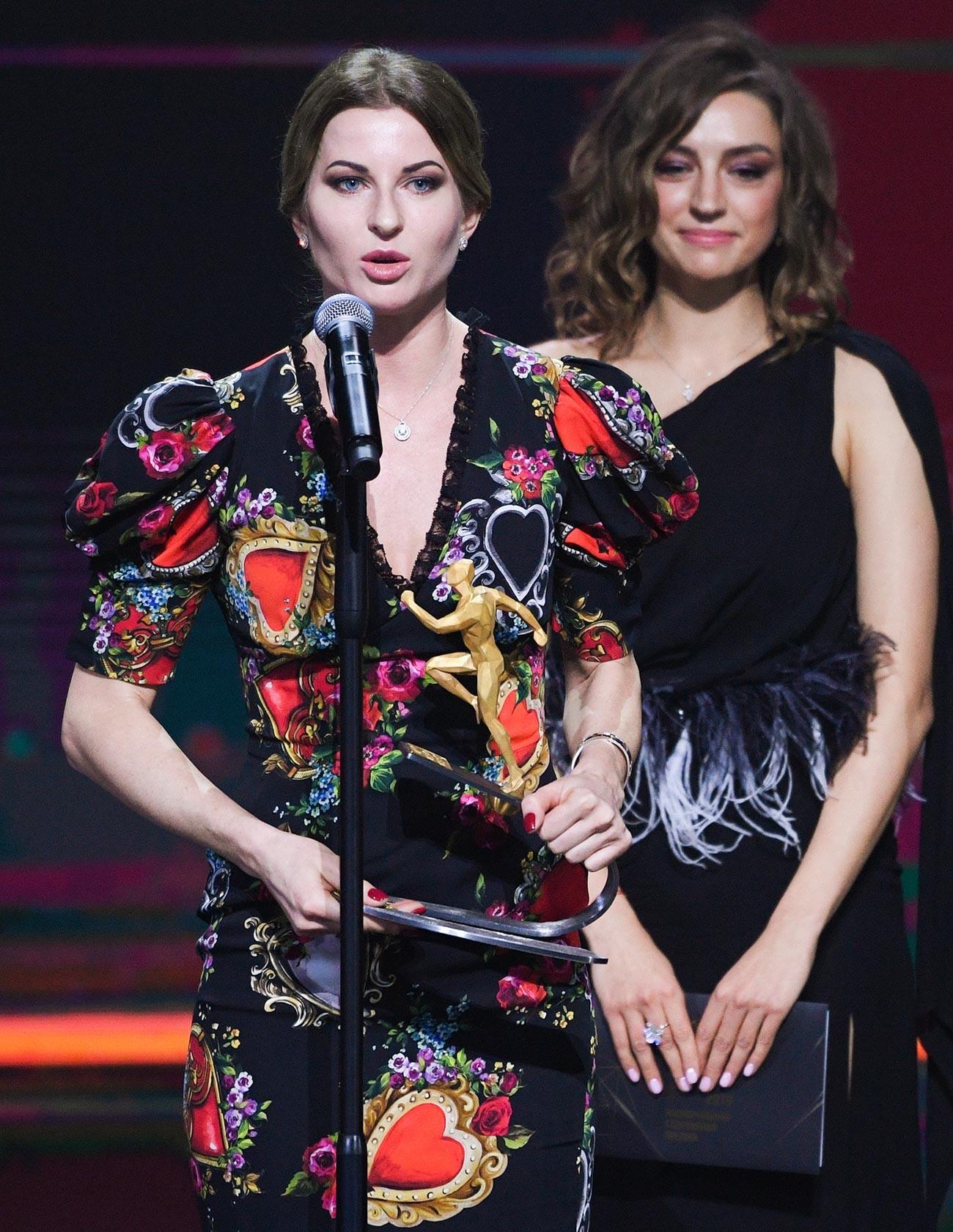 Pemenang Penghargaan Olahraga Nasional 2019 dalam kategori Kebanggan Rusia: Atlet Tahun Ini, juara Olimpiade dan enam kali juara dunia anggar Inna Deriglazova selama upacara penghargaan.
