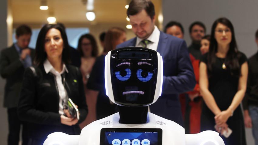 """Promobot V3 може да се види в иновационния център """"Сколково"""""""