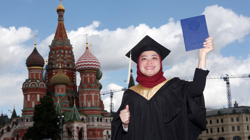 Dwi Septi Rianis, mahasiswi Indonesia, lulusan S-2 Universitas Plekhanov, Moskow, pada 2020.