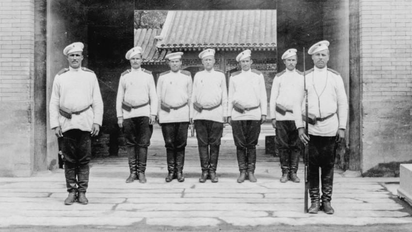 Auf der Hut vor der russischen Gesandtschaft, Peking, China während des Boxeraufstandes 1901.