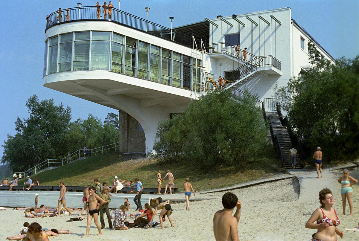 Letônia soviética. Bar Juras Perle na praia de Jurmala