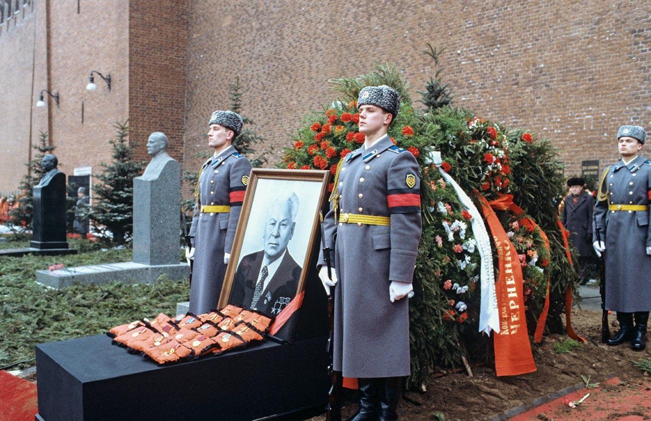 チェルネンコの葬式にて