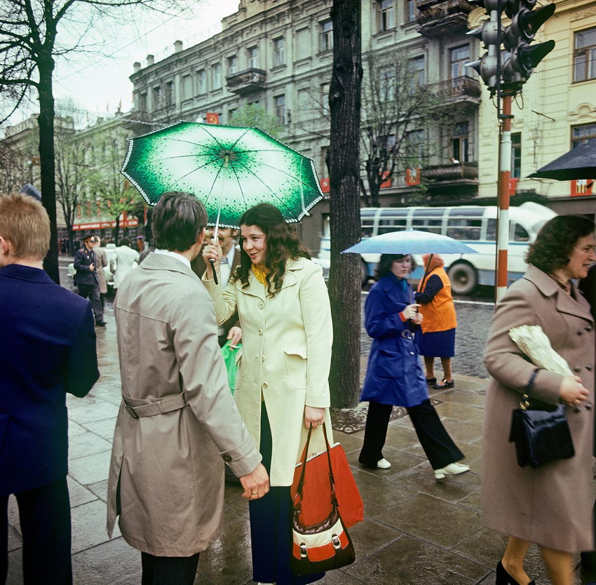 Litauische SSR. Auf dem Lenin-Prospekt (Didzioji-Straße) in Vilnius, 1980.