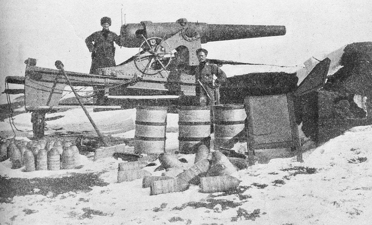 Arma turca (15 cm Ringkanone L / 26 Krupp) capturada pelo Exército Russo, Erzurum, 1916.