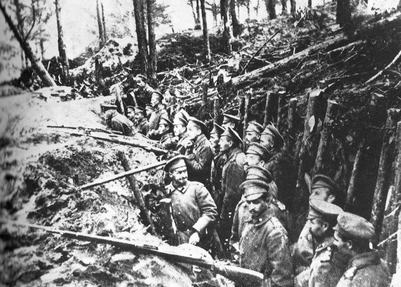 Trincheiras russas nas florestas de Sarikamish.