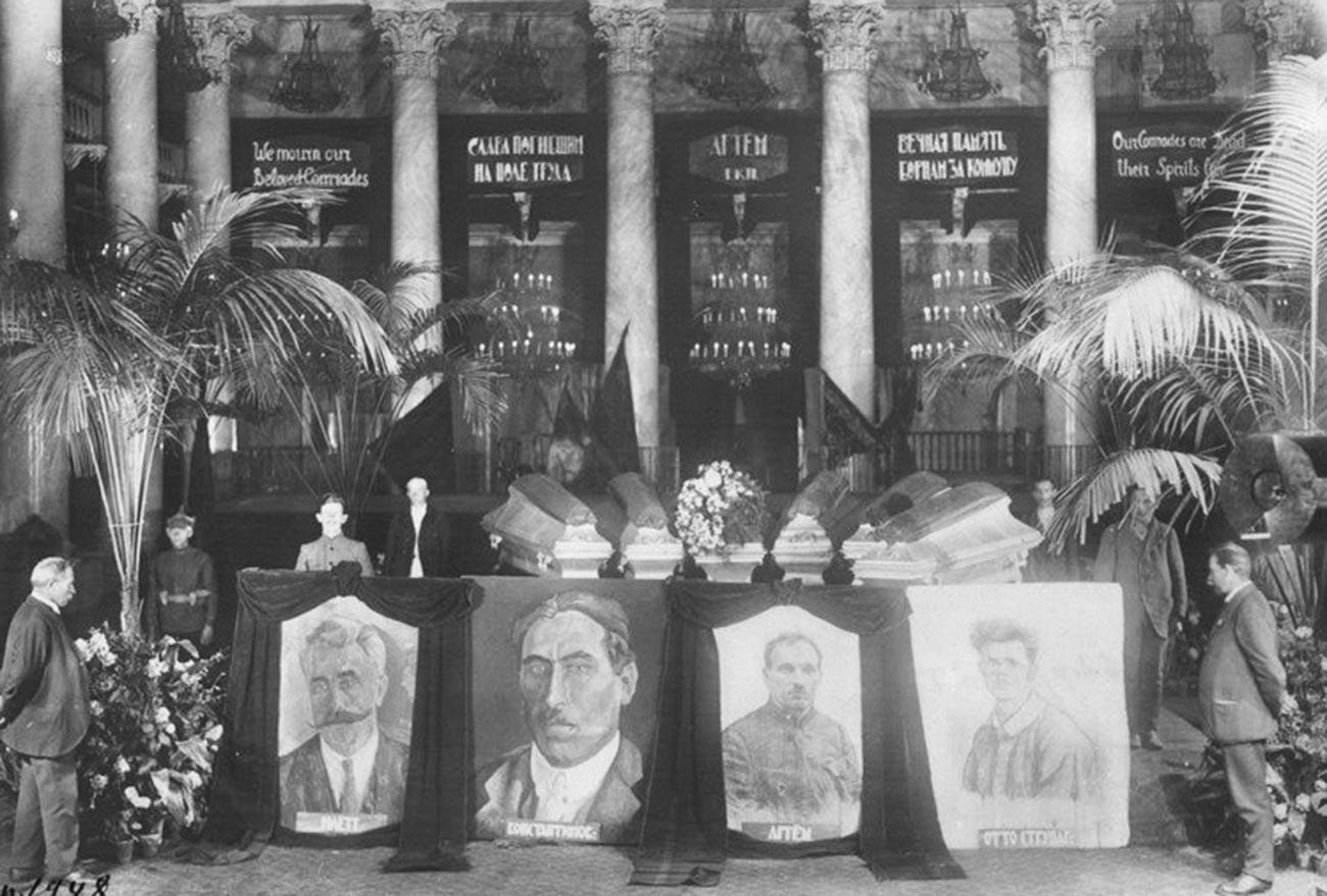 Сбогом със загиналите при жп катастрофата при изпитанията на аеровагона на 24 юли 1921 г.